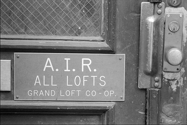 A.I.R. Sign in SoHo (photo: Allan Tannenbaum, sohoblues.com)